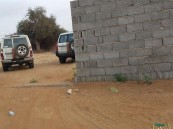 بالصور … #أب_ينحر_ابنه في حوش قرب منزله وهو يحتضن كتبه بجازان