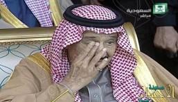 """بالفيديو: تأثر #الملك_سلمان خلال سماعه قصيدة """"الحارثي"""" في افتتاح الجنادرية"""