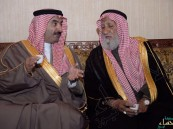 بالصور..الامير عبدالعزيز بن جلوي يقدم واجب العزاء في شهداء الأحساء