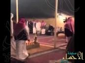 بالفيديو.. أمير قطر يتابع مباراة #الهلال و #النصر في  مخيم ولي العهد بحفر الباطن
