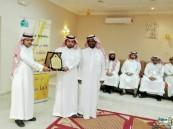 """""""سعد بن عبادة"""" الثانوية تحتفي بـ""""الباش"""" قائد التغيير بالمدرسة"""