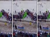 بالفيديو.. داعشي يفجر نفسه بين الجماهير داخل ملعب كرة قدم في العراق