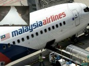 سائح يعثر على قطعة حطام قد تكون للطائرة الماليزية المفقودة