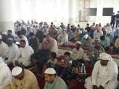"""بالصور… أكثر من """"500""""مصلي يؤدون صلاة الجمعة في جامع العقير"""