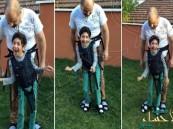 بالفيديو.. أب يحقق حلم ابنه المعاق في لعب الكرة بطريقة مؤثرة !