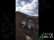 بالفيديو.. دبابة عسكرية تنقذ شابين غامرا بعـبور سيل جنوب المملكة