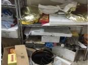 بالصور..شاهد كيف يُحضر محلاً للحلويات منتجاته في #الأحساء ..والأمانة تبادر بإغلاقه !