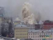 بالفيديو والصور.. حريق ضخم يلتهم أحد مباني وزارة الدفاع الروسية في موسكو