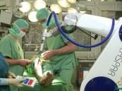 روبوت يتمكن من خياطة أمعاء كائن حي