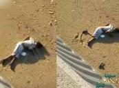 """شاهد… مقطع يوثق انتحار """"شاب"""" قفزاً من أعلى كوبري في جدة !"""