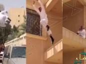 بالفيديو.. شاب سعودي يقفر من سطح مبنى إلى الأرض بحركات بهلوانية