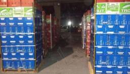 البطحاء: إحباط تهريب 20 ألف زجاجة خمر .. خُبئت في كراتين فواكه !