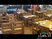 بالفيديو ..في المطاعم : لا تجلس بجوار النوافذ تحسبا للمفاجآت !