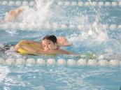 """لجنة التنمية بالسلمانية تختتم برنامج """" السباح الصغير """""""