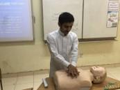 """""""المبرز"""" الثانوية تدرب 32 طالباً بالتعاون مع هيئة الهلال الأحمر السعودي"""