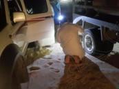بالصور … فريق «فزعة» ينقذ مواطن علقت سيارته بصحراء العقير في #الأحساء