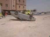 بالصور.. نجاة مواطن بأعجوبة بعد انقلاب سيارته بحادث مروري