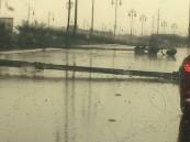 """بالصور.. """"الأمانة"""" تتجاوب مع #الأحساء _نيوز و تُخلي طريق """"مكة"""" من آثار الأمطار"""