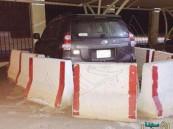 بالصورة.. رئيس بلدية في السعودية يحجز سيارة موظف بالصبات !