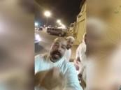 """بالفيديو… """"مواطن"""" يثير الطائفية ومصادرنا تؤكد : هو في قبضة الأمن"""