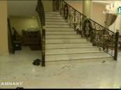 بالفيديو … مشاهد مؤلمة من مسرح جريمة التوأمين قاتلي والدتهما