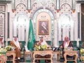 بالصور.. خادم الحرمين يستقبل العلماء وأئمة وخطباء المسجد الحرام