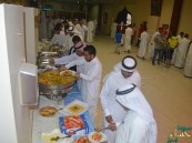 """بالصور.. """"العمران"""" الخيرية ومركز التدخل المبكر يجمع الأيتام وذوي الإعاقة على مائدة الافطار"""