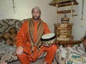 مسحراتي مسيحي يوقظ سكان مدينة عكا في ليالي رمضان منذ 13 عاما !