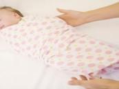 """أطباء يحذرون: لفافات """"قماط الأطفال"""" تسبب العرج وتشوهات العظام"""