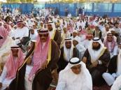 بالصور… أبناء العيون يجتمعون لأداء صلاة عيد الفطر المبارك