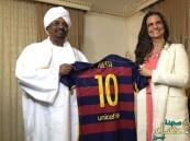 """تحقيق يكشف سيدة """" #ميسي """" الغامضة التي استقبلها رئيس #السودان !"""