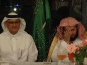 """خلال حفل عشاء في ألبانيا .. لماذا بكى إمام الحرم """"صالح آل طالب"""" ؟!"""