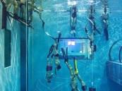 بالفيديو والصور.. هذا أضخم وأعمق حمام سباحة على وجه الأرض !!