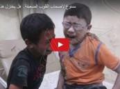 مشاهد مؤلمة لطفلين يبكيان لفراق أخيهم في غارة للنظام السوري