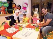 """شاهد.. """"سوري"""" يدلل زوجته بـ 3 ملايين درهم في #دبي فماذا فعلت بهذا المبلغ ؟!"""