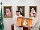 """""""الطريفي"""" يقدم جائزة """"وزارة الثقافة والإعلام"""" للأديب """"أبومدين"""""""