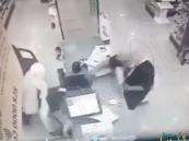 بالفيديو… القبض على 4 أشخاص سطوا على صيدليات في الدمام بالسواطير