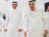بالصور.. شاهد كيف استقبل #خادم_الحرمين_الشريفين أمير دولة #قطر