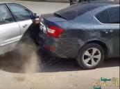 شاهد.. انتقام غريب جدا لسائق صُدِمت سيارته !
