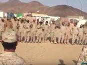 شاهد.. كيف عايد جنود #المملكة على الجيش #القطري بالحد الجنوبي ؟!