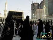 """""""قصة يوم الخلّيف"""".. نساء يتنكرن في مكة بأزياء الرجال ويلعبن بأشباه قرون الغزال"""