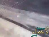 بالفيديو.. كاميرات تابعة لحرس الحدود تلتقط جسماً غريباً على الحد الجنوبي