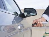هكذا تفتح باب السيارة إذا تعطل مفتاحها الإلكتروني!!!