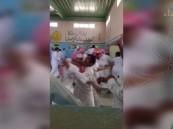 بالفيديو.. مدرسة ثانوية تتحول لحلبة مصارعة والإصابات والموقوفين بالجملة !!