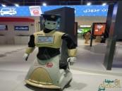 """بالصور.. """"الروبوت الذكي"""" يلتحق بالعمل في شرطة #دبي"""