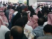 بالفيديو والصور.. عرض لأحد المتاجر الشهيرة يجتذب أعداد غفيرة من المواطنين!!