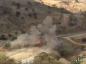 شاهد.. فيديو يوثّق لحظة تعرض سيارة مواطن لمقذوف حوثي في الداير
