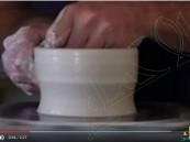 """بالفيديو.. أمريكي يصنع الأواني من رماد الموتى تحت شعار """"زين منزلك بذكرى أحبائك""""!!"""