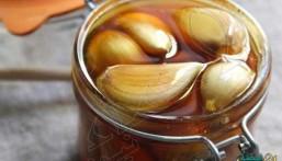 تناول وصفة الثوم مع العسل على معدة فارغة لمدة 7 أيام: ستشعر بفرق كبير