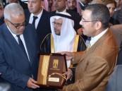 """بالصور.. """"البشت الحساوي"""" هدية الملحم للوزير الأول في المغرب"""